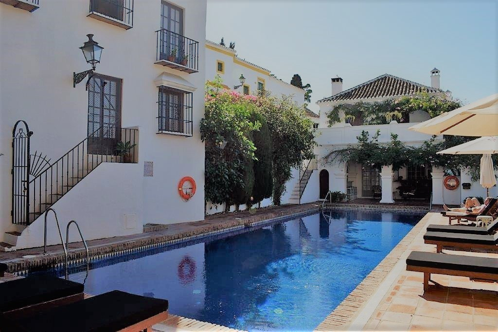 Cozy and renovated 4 bedroom property in the exclusive area of ??La Milla de Oro, a few min. of the , Spain