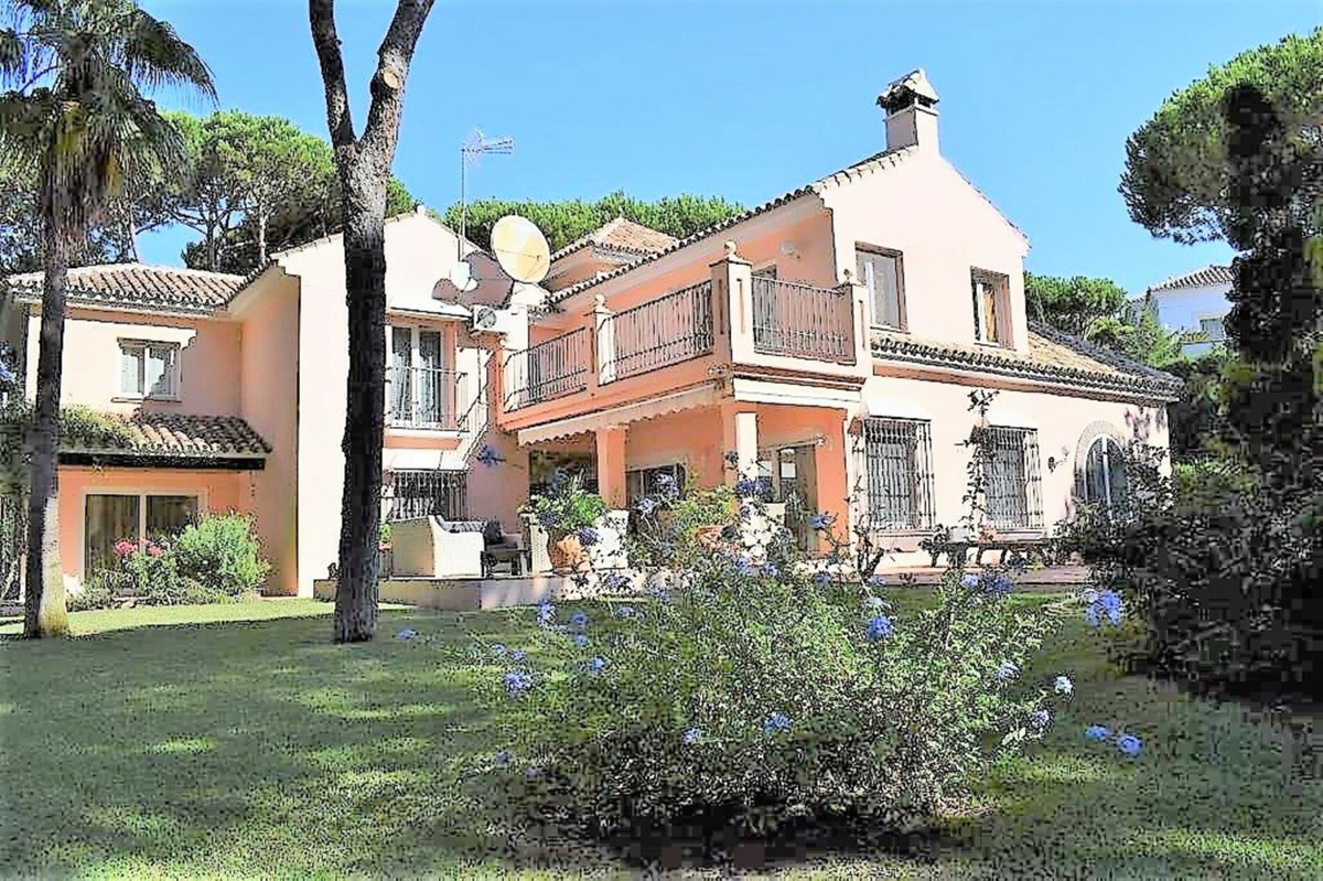 REDUCTION PRICE ¡¡ Fantastic south west facing villa with a magnificent plot of 1,970 mtrs. located ,Spain