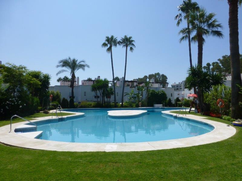 Charming 3 bedroom property next to the beach in San Pedro de Alcantara. This townhouse is located i,Spain