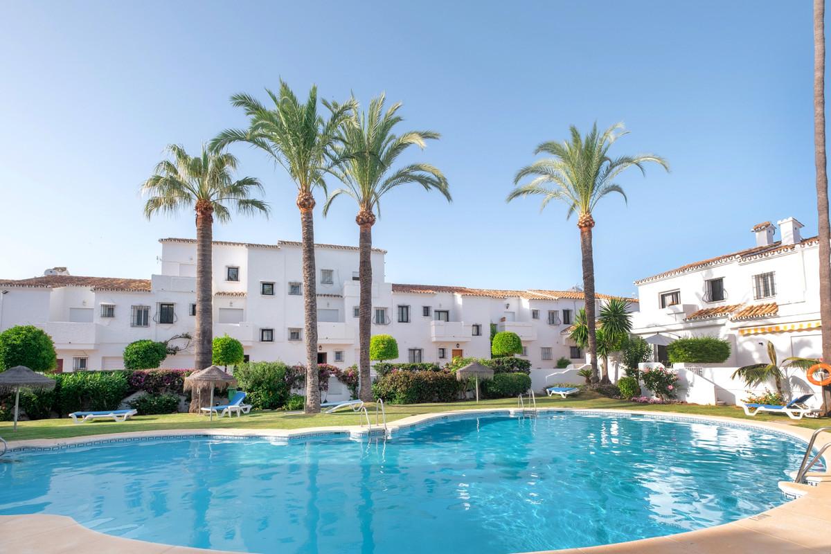 Marbella Banus Adosada en Venta en Nueva Andalucía – R3681746