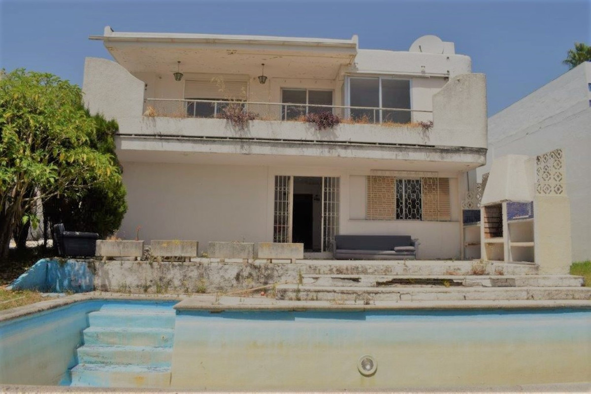 Unique opportunity for investors. ¡¡¡   New to the market! The villa is located in the heart of the , Spain