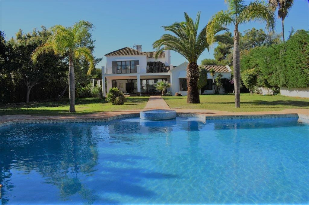 - EXCEPTIONAL VILLA ESTILO ANDALUZ IN GUADALMINA BAJA -  This property is located on a magnificent p, Spain