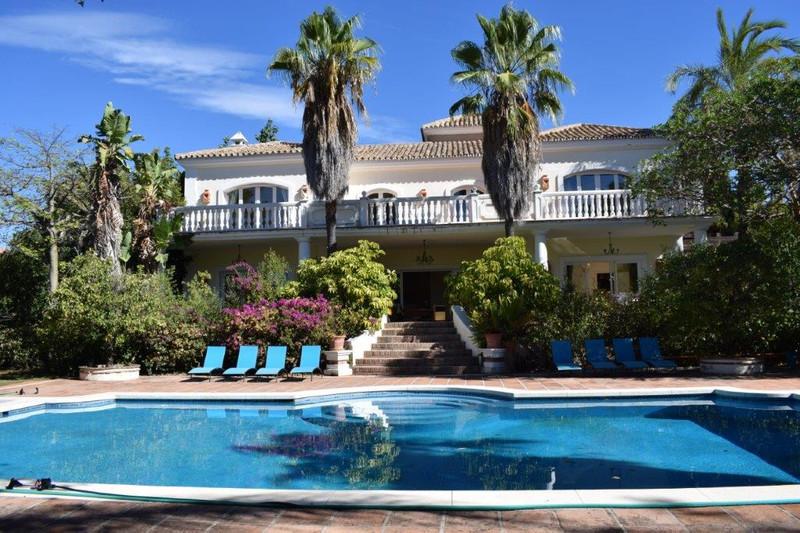 Marbella Banus Villa – Chalet en venta en The Golden Mile – R2828009