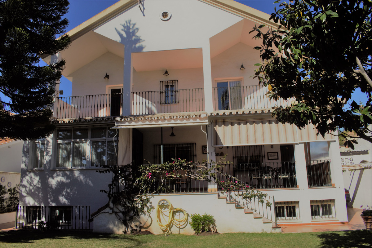 INDEPENDENT VILLA TO FEW MTRS. OF THE BEACH   This interesting property is 6 min. from the center of,Spain