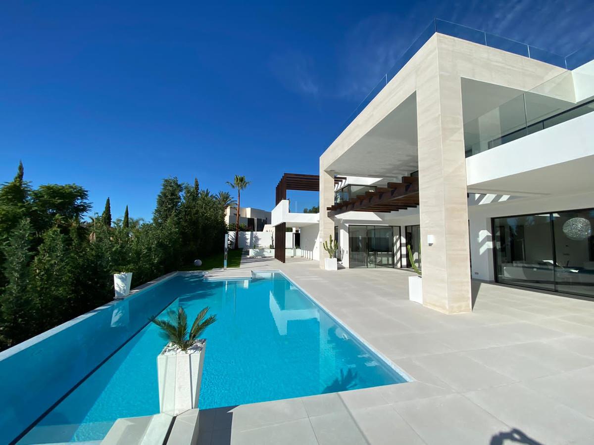 Detached Villa for sale in Los Flamingos R3446065