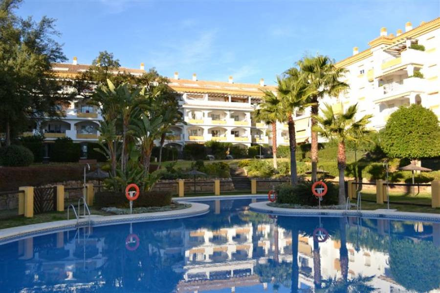 FANTASTIC APARTMENT WITH GARDEN  Ground floor apartment with a beautiful east facing garden. Located, Spain