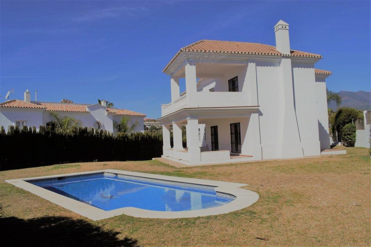 Marbella Banus Villa – Chalet en Venta en Nueva Andalucía – R3379648