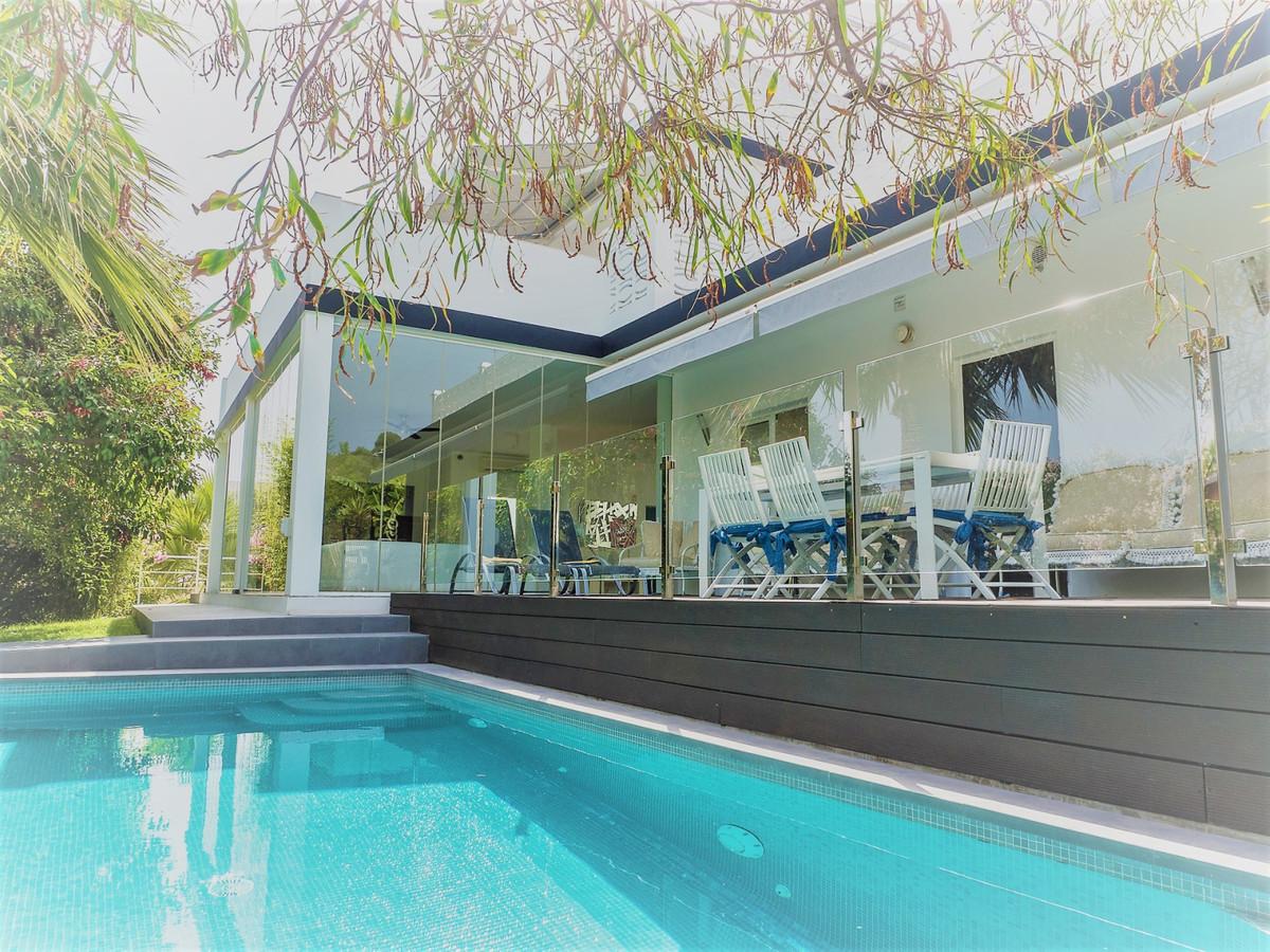 Detached Villa for sale in Nueva Andalucía R3419524