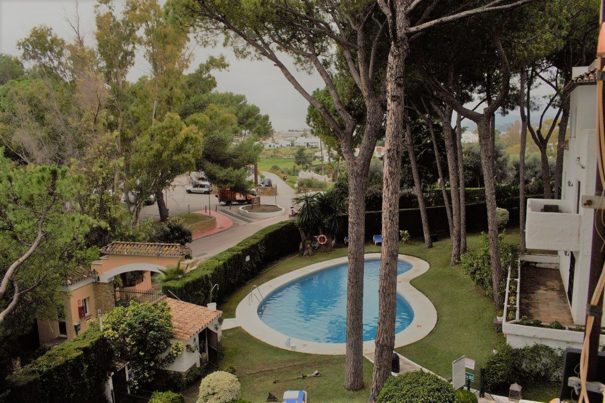 APARTMENT NEAR THE ALOHA GOLF CLUB  Apartment with 3 bedrooms and 2 bathrooms + guest toilet located, Spain