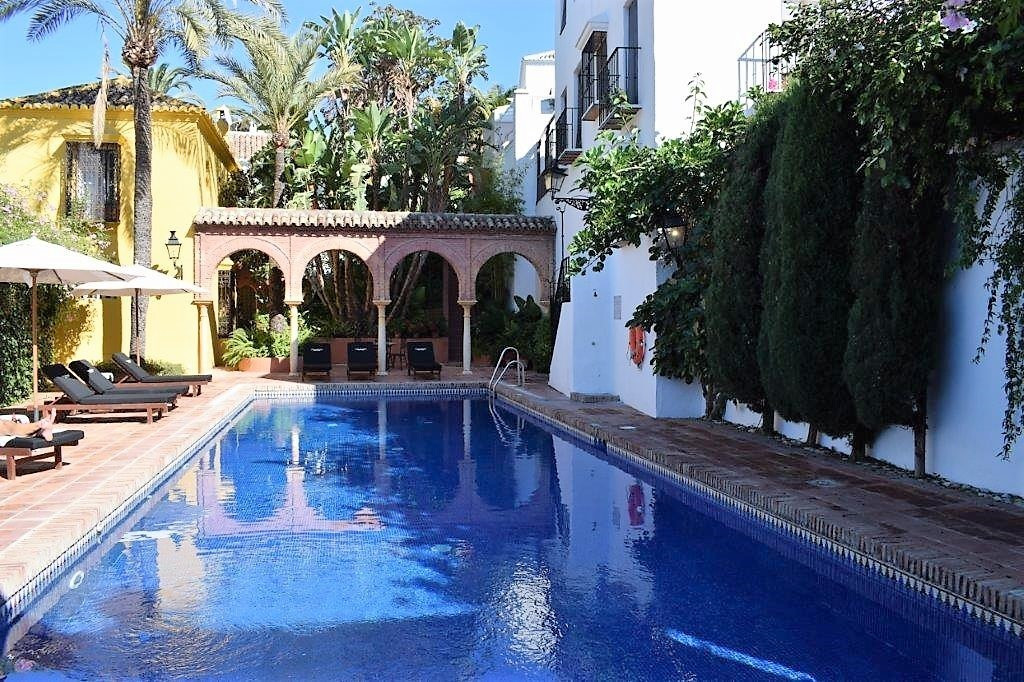 Charming 3 bedroom property with separate apartment! Located in the exclusive area of ??La Milla de , Spain