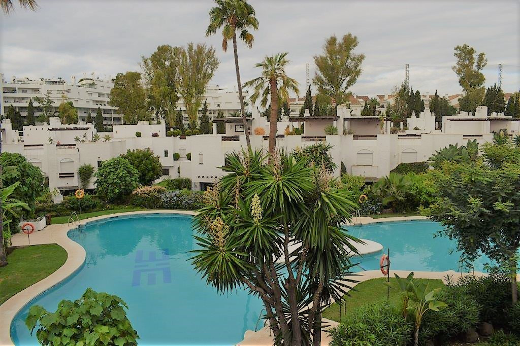 TOWNHOUSE IN SECOND BEACH LINE - 3 bedroom townhouse situated in a gated complex on the second line ,Spain