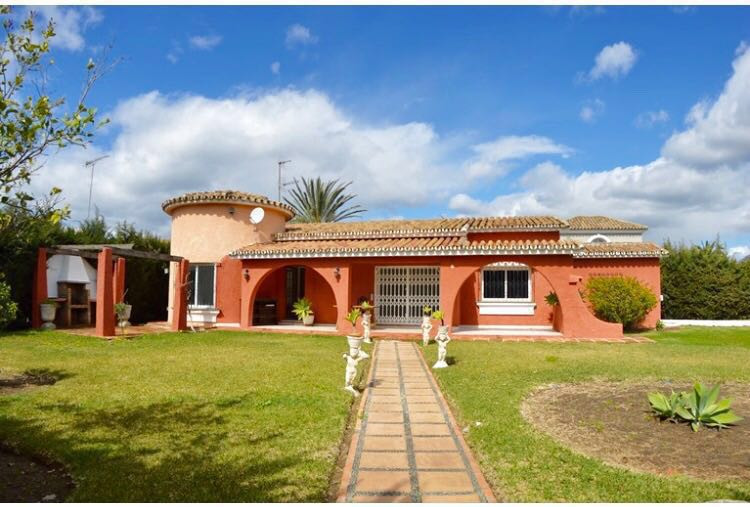 PRICE REDUCTION FROM 795,000 - 3 bedroom villa 100mts from the beach in El Saladillo. This villa is , Spain