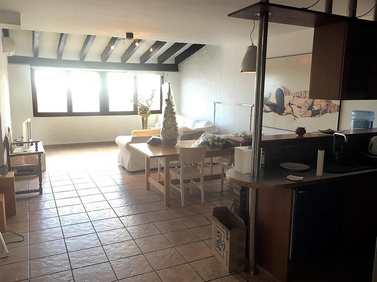 Apartamento Planta Media en Venta en Puerto Banús – R2928902