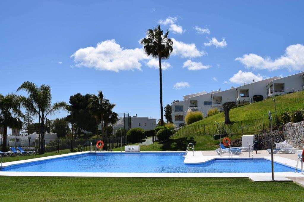 - APARTMENT WITH SEA VIEWS - Duplex apartment with 2 bedrooms located in a gated complex located on ,Spain