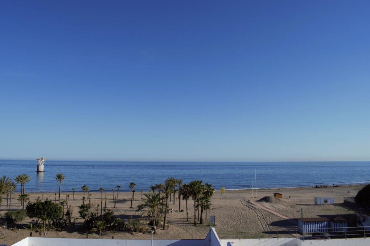 - MAGNIFICENT LOCATION IN IMPORTANT AVENUE OF MARBELLA - Completely renovated office of 108 meters o, Spain