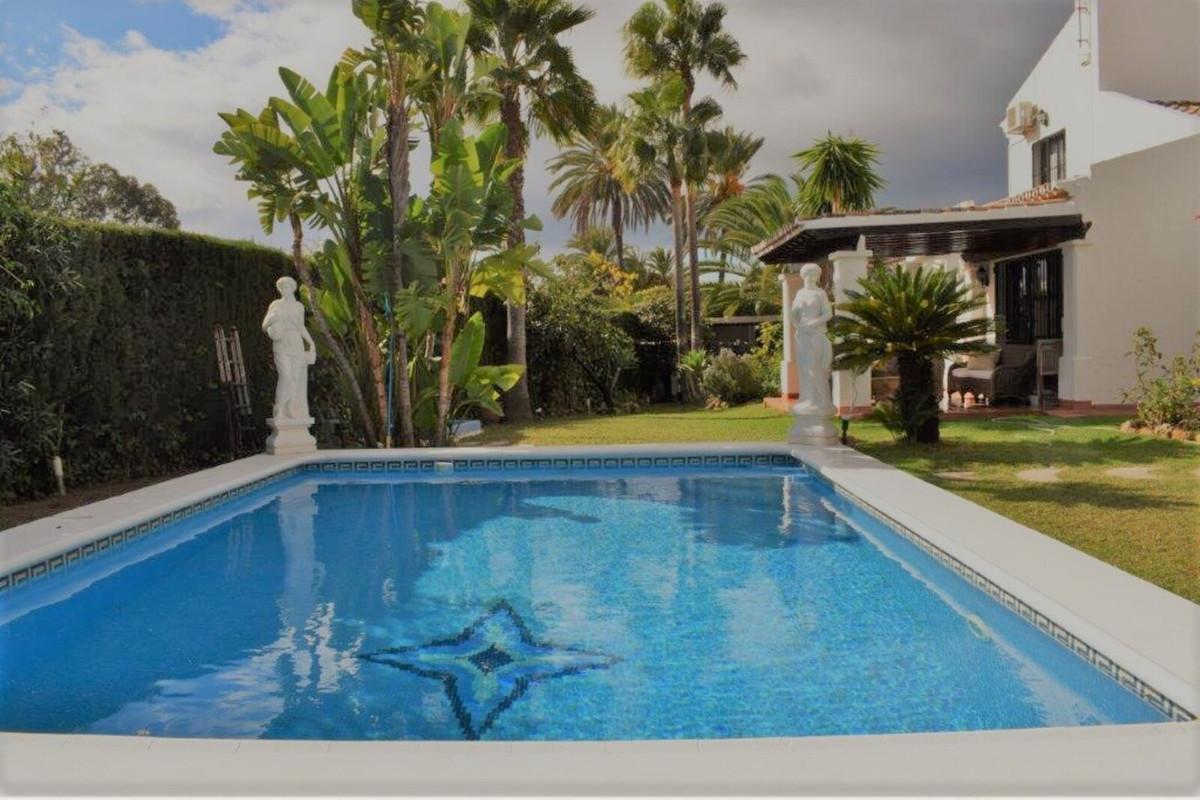 Marbella Banus Villa – Chalet en Venta en The Golden Mile – R3534580