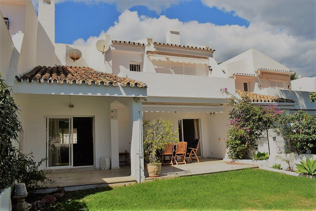 RENTED - 4 BEDROOM TOWNHOUSE IN ALOHA -  Mediterranean style townhouse with 4 bedrooms and 3 bathroo, Spain