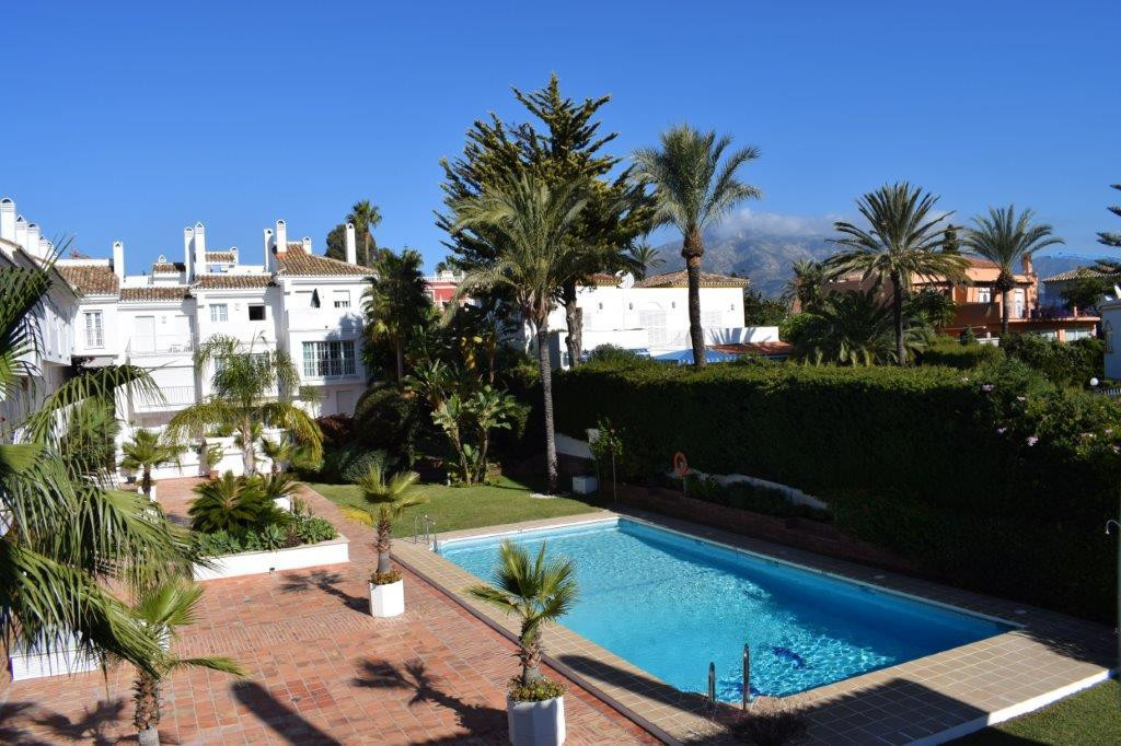 Townhouse with charm! This property of 3 bedrooms and 3 bathrooms + toilet in Nueva Andalucia Andalu,Spain