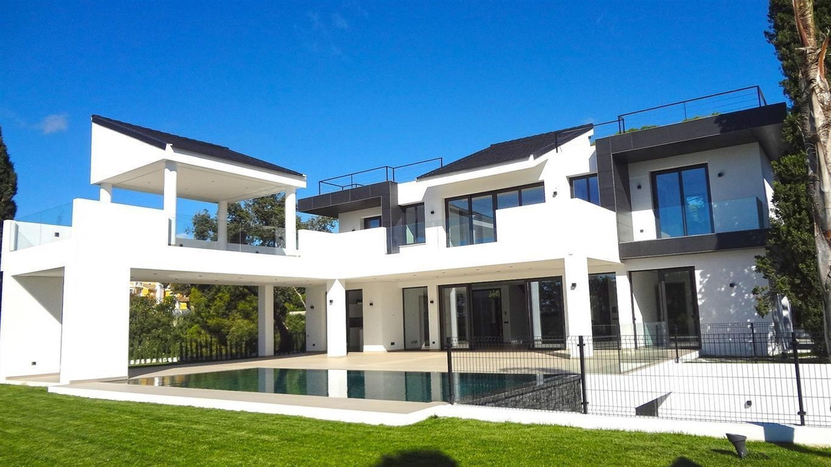 - MODERN CONTEMPORARY VILLA - 2.950.000 + 10% IVA  The modern architecture of clean spaces, full of , Spain