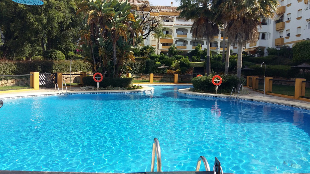 Apartment for Sale in La Milla de Oro - 2 bedroom middle floor apartment located a few min.from the , Spain