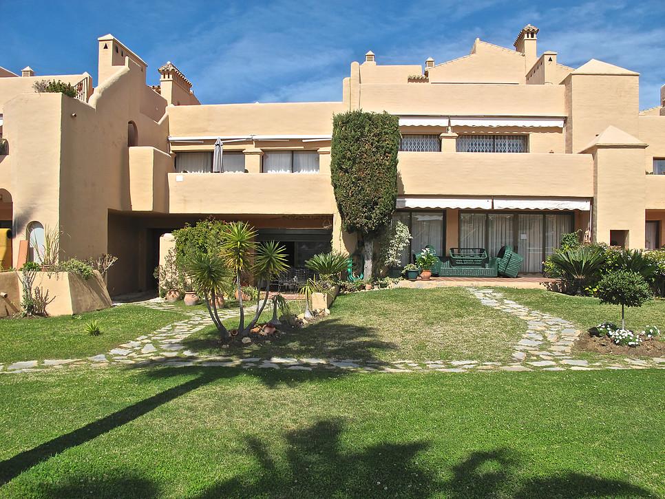 Marbella Banus Apartamento en Venta en Atalaya – R2841422