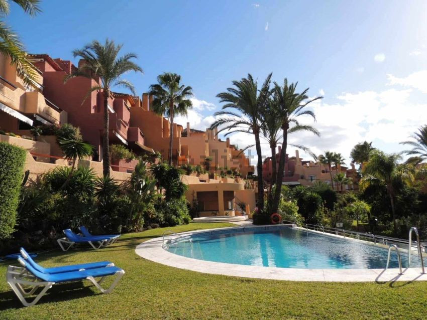 Townhouse with 3 bedrooms + independent apartment located in a gated community with an enviable loca,Spain