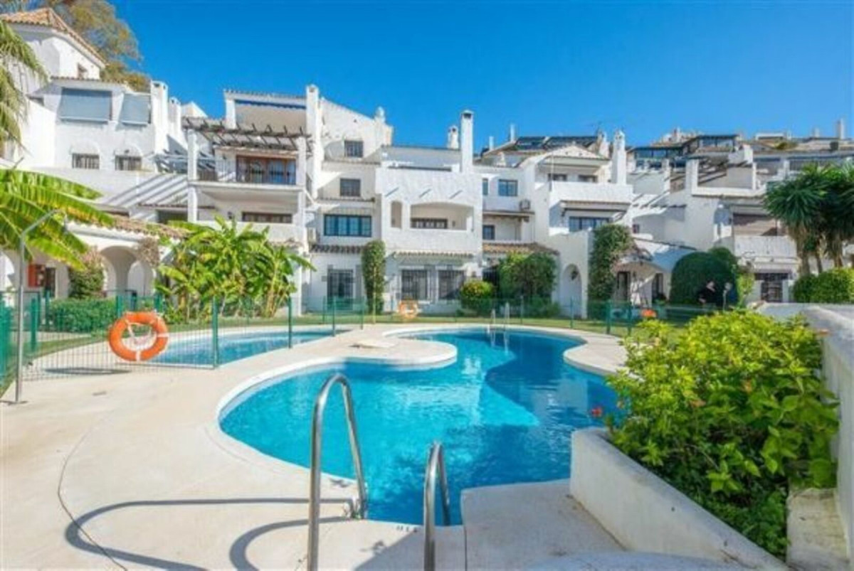 Townhouse  Terraced for rent  in Puerto Banús