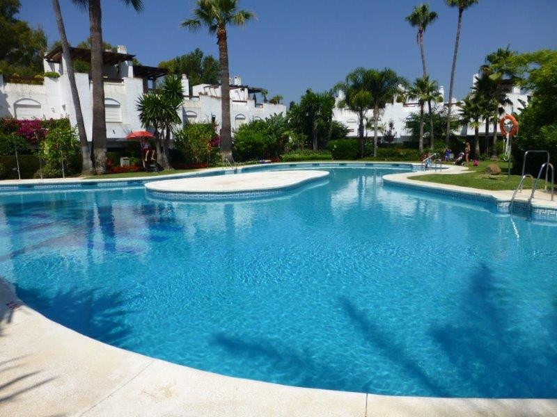 - 5 BEDROOMS TOWNHOUSE. IN SAN PEDRO PLAYA - This property is located in a gated complex on the seco,Spain