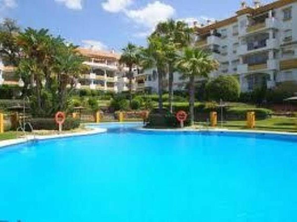 Marbella Banus Apartamento Planta Baja en Venta en The Golden Mile – R3458959