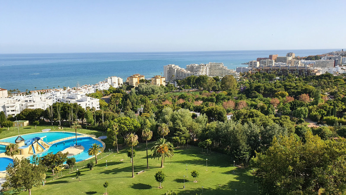 *** INVESTMENT OPPORTUNITY! ***Fantastic corner apartment with amazing sea views from each rooms. Id, Spain