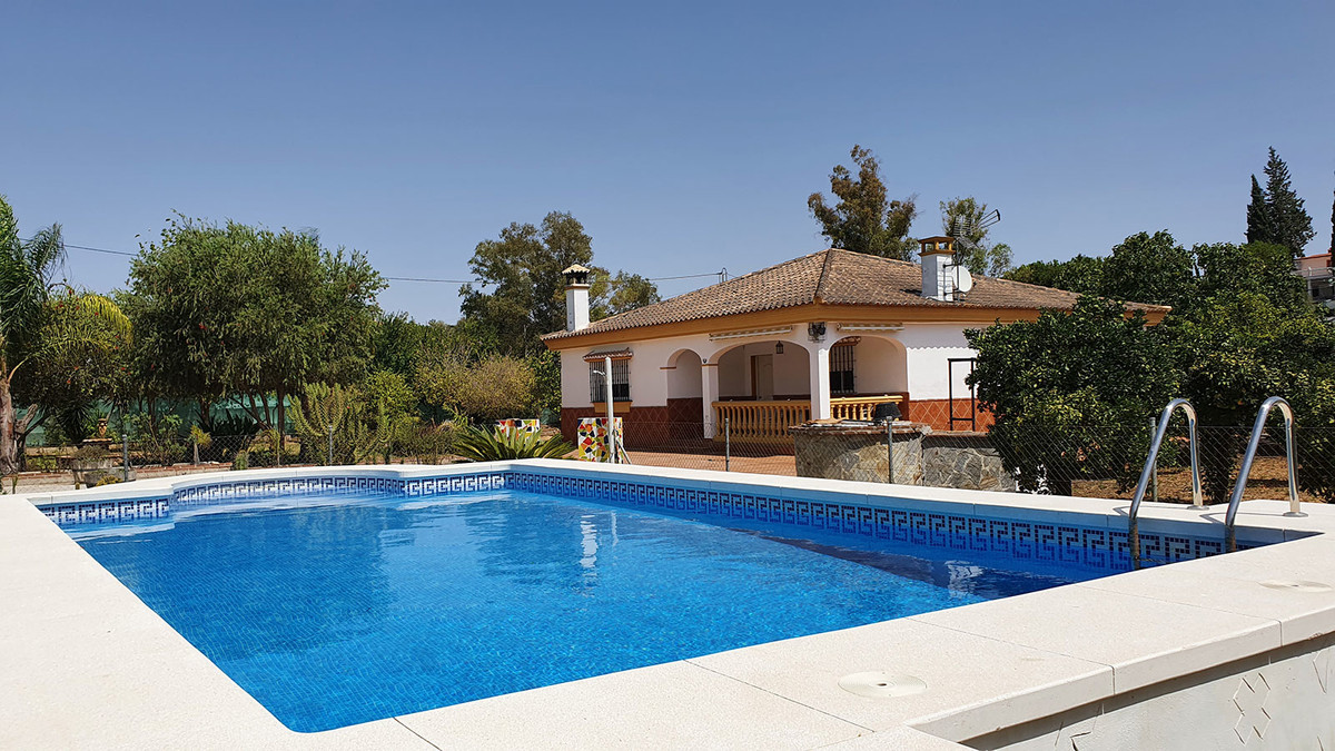 Great opportunity to acquire a single storey house in the outskirts of Coin and 5 minutes by car fro,Spain