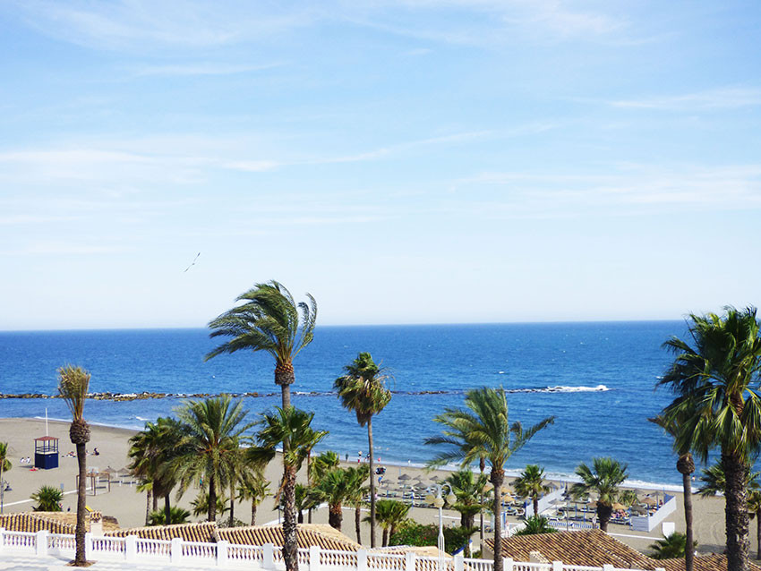 For sale, TOP FLOOR 3 beds, 1 bath apartment very close to the beach in Benalmadena Costa. It consis, Spain
