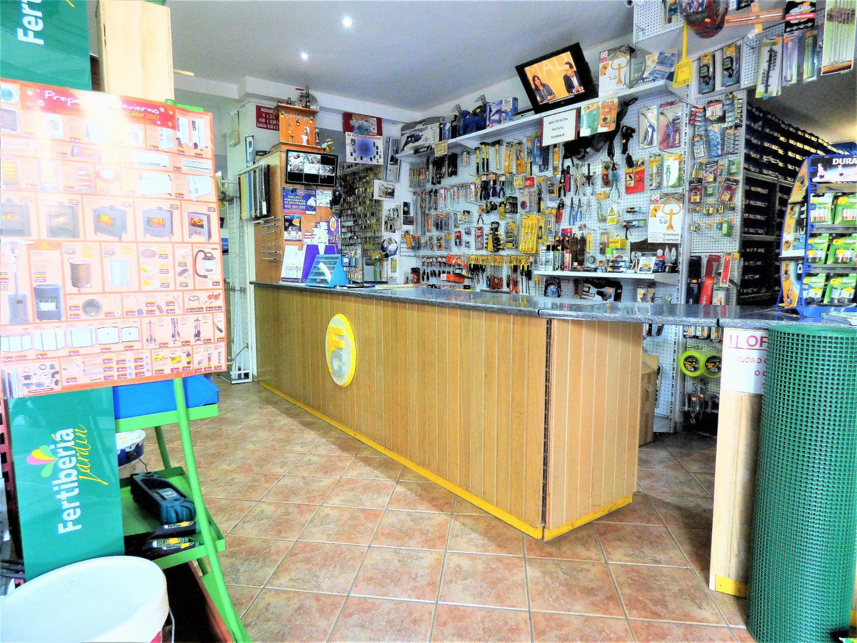 Commercial premises in the heart of Arroyo de la Miel, in Benalmadena. Excellent location very close, Spain