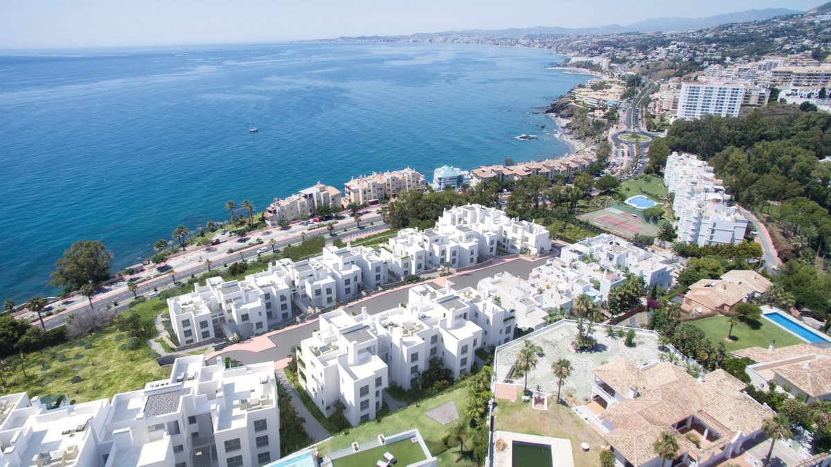 Located in Benalmadena-Costa by the sea and close to all amenities. It is a residential complex made, Spain