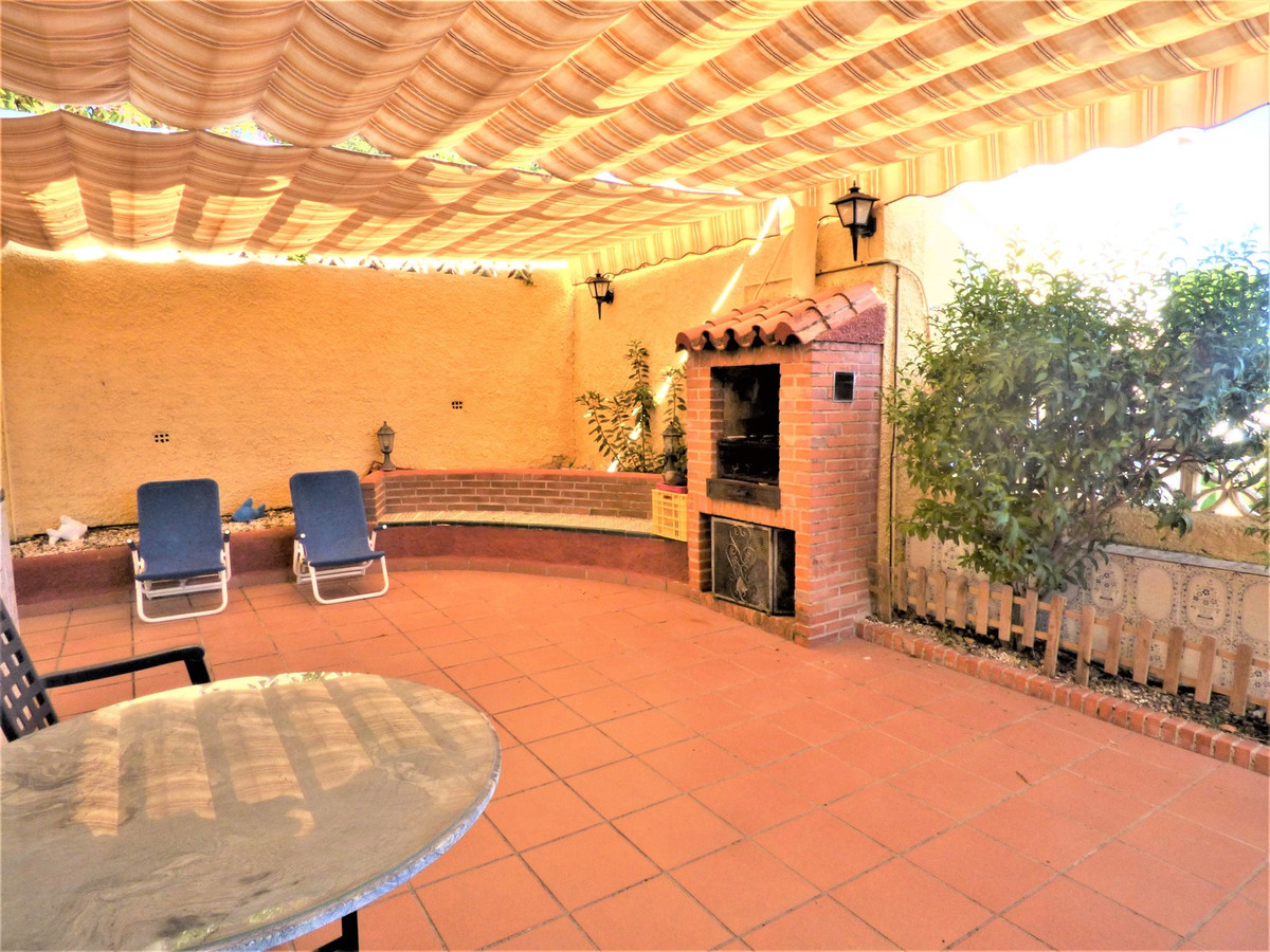 Beautiful villa with large terrace located in a residential urbanization in the heart of Benalmadena,Spain