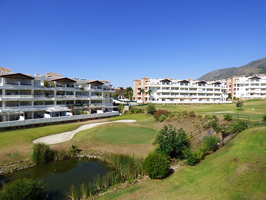 Well-kept middle floor apartment centrally located in a select urbanisation in Benalmadena Costa, mu,Spain