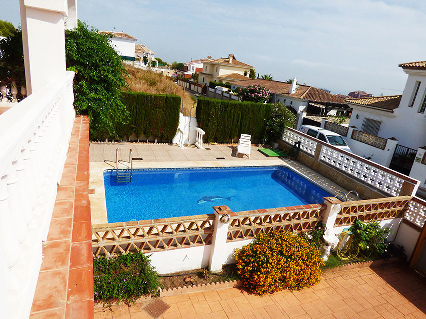 Large three level independent villa in perfect condition located in a quiet area within walking dist, Spain