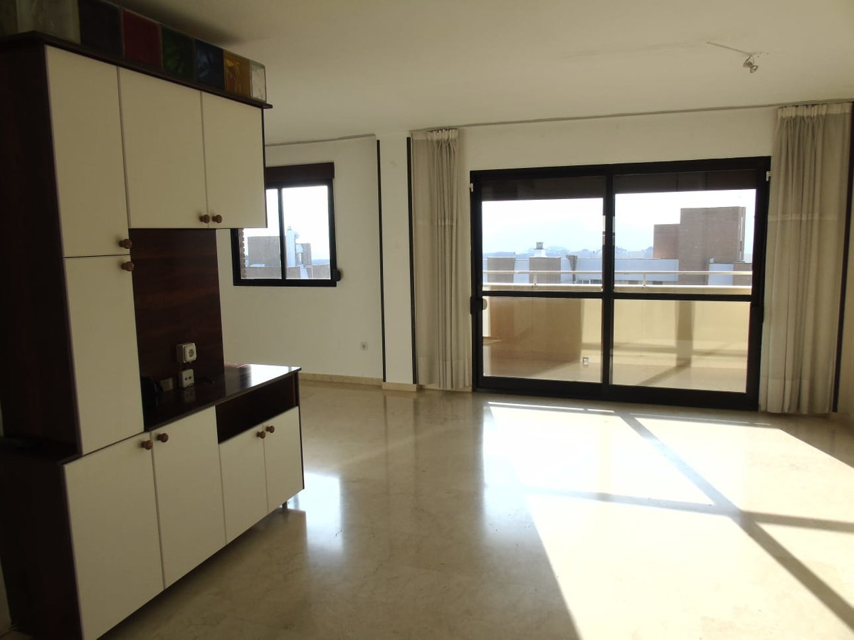 Spacious bright corner top floor apartment, south facing, very well located in the heart of Arroyo d,Spain