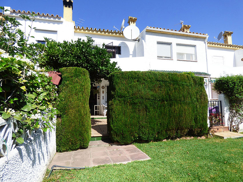For sale, 3 bed/ 2 bath TOWNHOUSE, located in Arroyo de la Miel, municipality of Benalmadena. Close , Spain