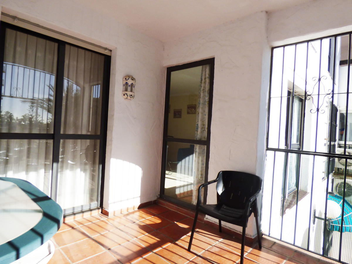 Bright apartment, south west facing, very well located in a vibrant area, with shops, restaurants an,Spain