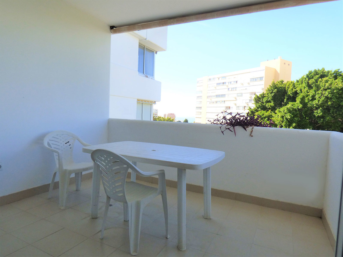 Magnificent opportunity, two-bedroom apartment in a classic and prestigious urbanization in Arroyo d,Spain
