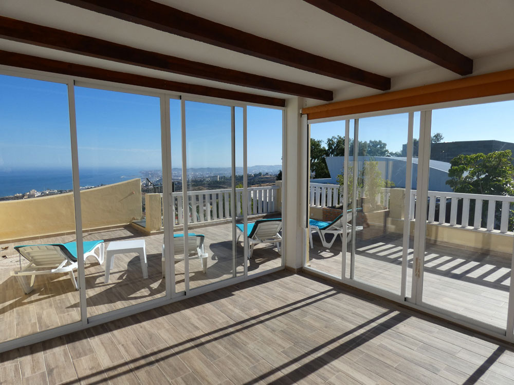 This luxury apartment offers splendid seaviews and is ideal for a family holiday on the Costa del So,Spain