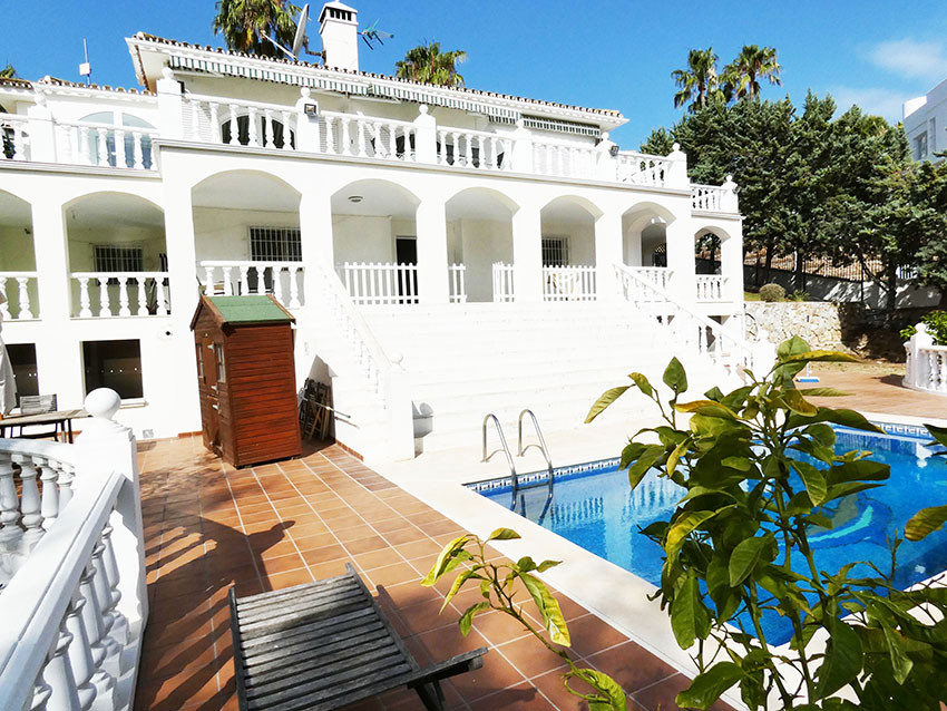 Magnificent villa build on three levels situated in the most prestigious urbanization of Torrequebra, Spain