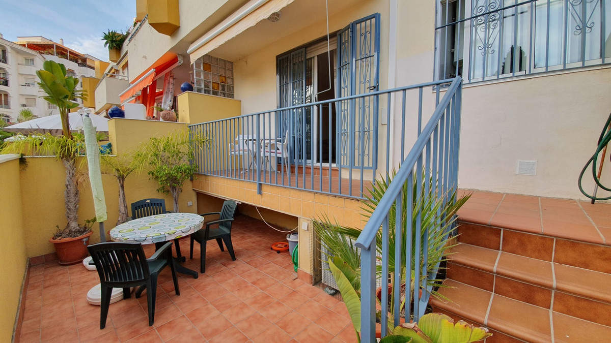 NICE DUPLEX APARTMENT WITH LARGE OUTSIDE OPEN SPACE! Great location! In the centre of Benalmadena, j, Spain