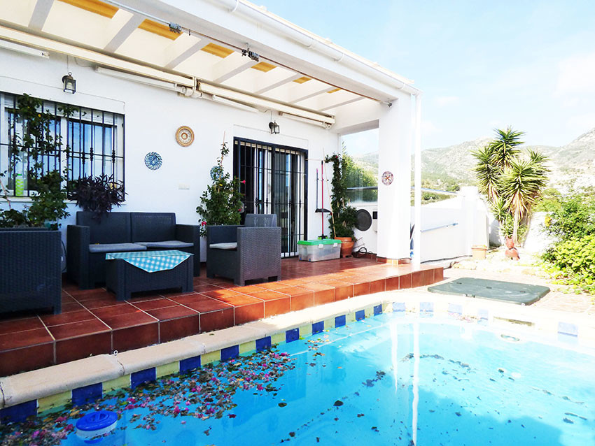 Originally a 3 bedroom/2bathroom townhouse. The downstairs bedroom has been incorporated into the li,Spain