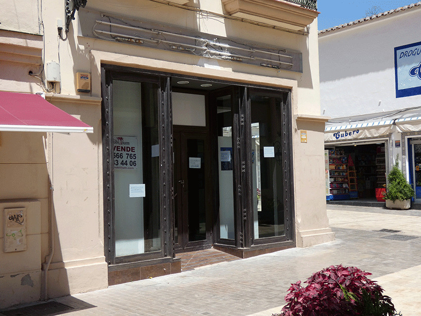 Unique opportunity to buy a magnificent  commercial premises situated in the center of Arroyo de la Spain