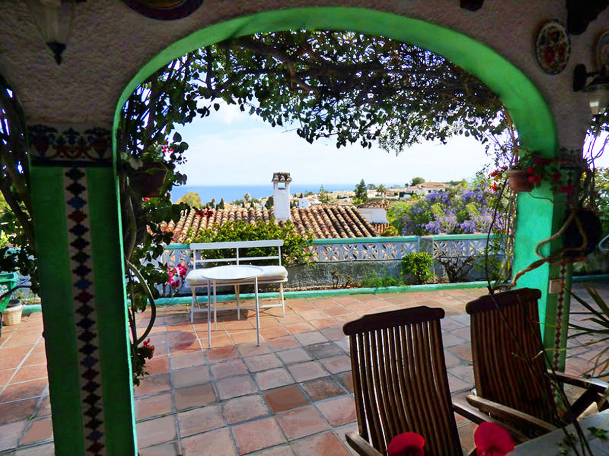 Very pretty and charming villa for sale in the municipality of Benalmadena with wonderful sea and mo, Spain