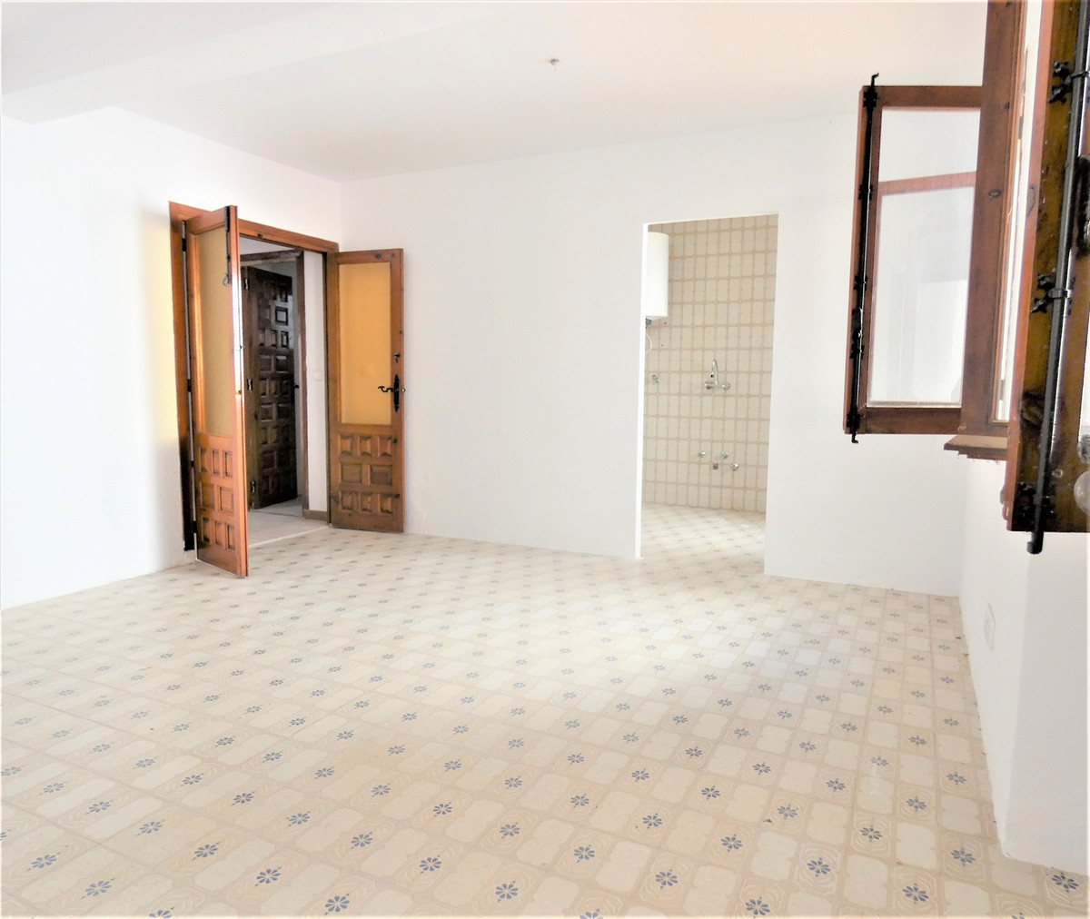 Rustic apartment on the ground floor a few minutes from the beach by car and in a very quiet and And, Spain