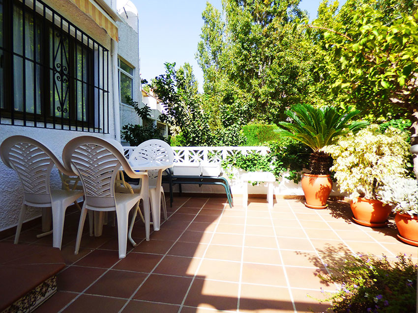 For sale, 2 bed/ 1.5 bath TOWNHOUSE, located in Arroyo de la Miel, municipality of Benalmadena. Close to shops, close to the access routes to Malaga International Airport (only 15-minute drive), a short drive down to the Benalmadena Costa beaches. A front terrace welcomes you to this perfectly kept, MOVE IN READY property. Sold furnished! On the ground floor, you find a bright large fully fitted kitchen, a guest bathroom, an office with large windows, a large living/dining room with chimney opening onto a large back terrace. From the terrace, stairs bring you to the garden and communal pool. Upstairs you have a huge master bedroom with a long wall of fitted wardrobes, a bright second bedroom, another large fitted wardrobe and bathroom. The master bedroom opens onto a back balcony, overlooking the gardens and park. This property is in a small urbanisation, in a cul-de-sac, backing up onto a park. The house is surrounded by trees and lush gardens making it an oasis of peace and tranquillity. A must see!