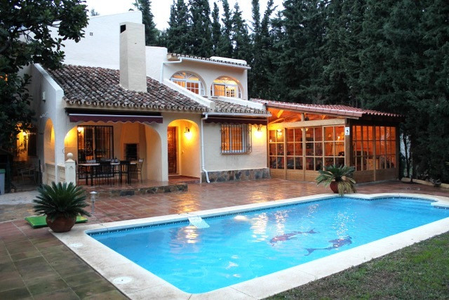 Charming south west facing villa with a country feel. Open plan galleried lounge/dining room, spacio, Spain